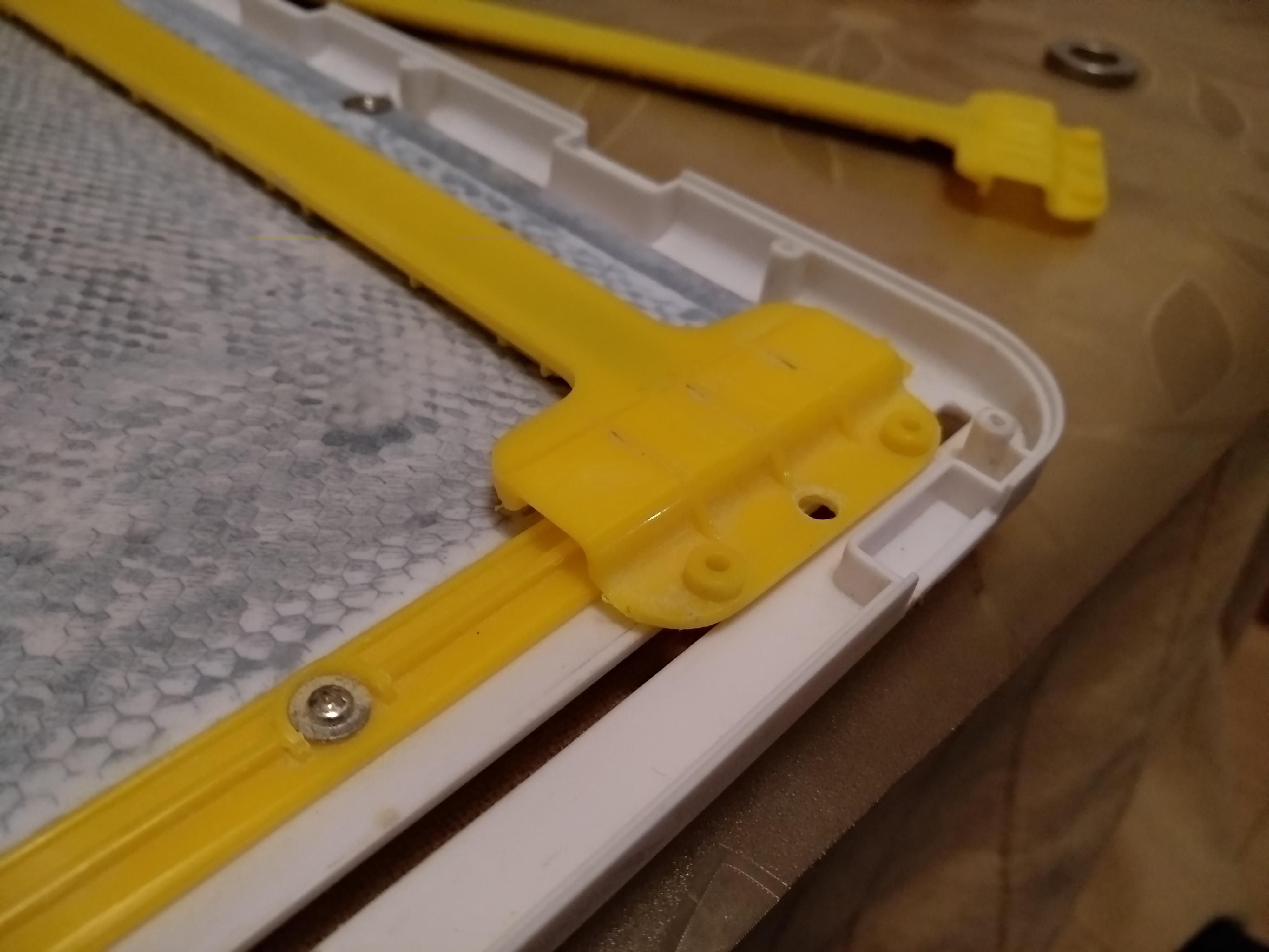 图书馆猿のCrayola 绘儿乐 5049 双用画桌之拆解&修理