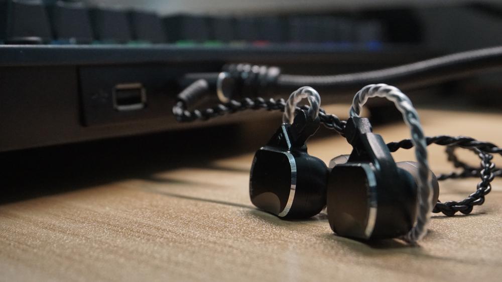 玩转数码圈 篇二:声控加USB HUB,电竞键盘新玩法--Tt X1星脉银轴机械键盘
